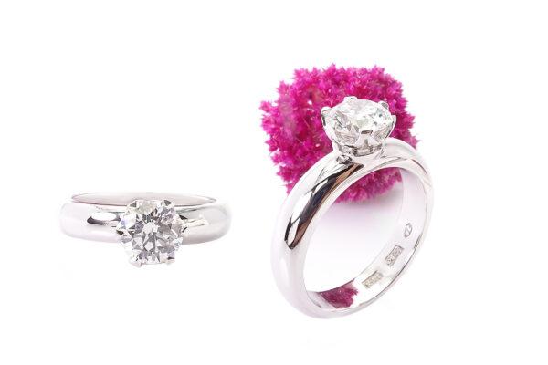 Vigselring i vitguld med 1ct diamant