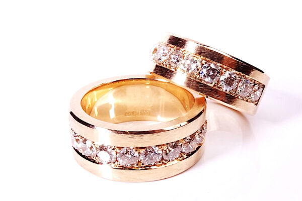 6 Maffig vigselring i roseguld och diamanter