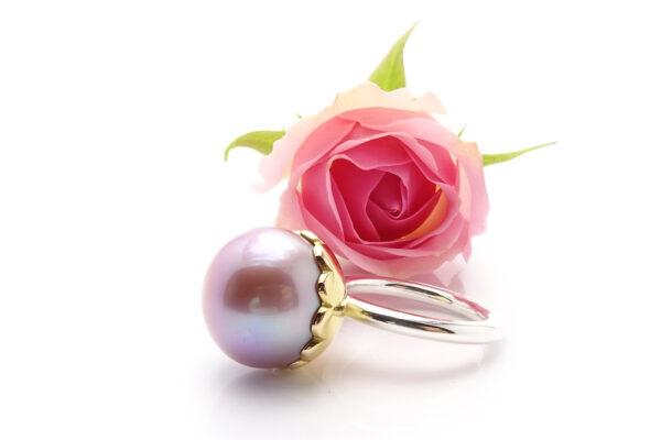 Rosa pärlring i guld och silver