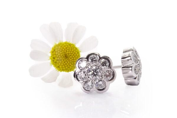 Diamantörhängen vitguld med blomform