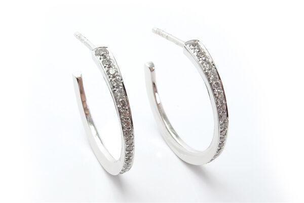 Diamantkreoler i vitguld
