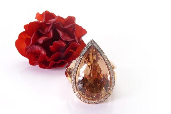 Guldring med diamanter o turmalin