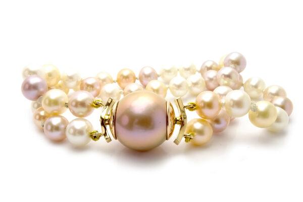 Pärlarmband i guld och sötvattenspärlor