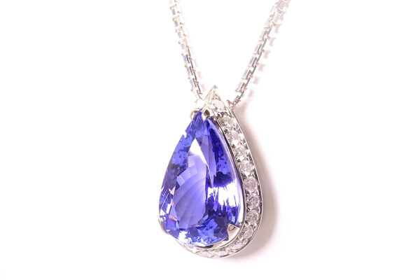 Tanzanithänge med diamanter