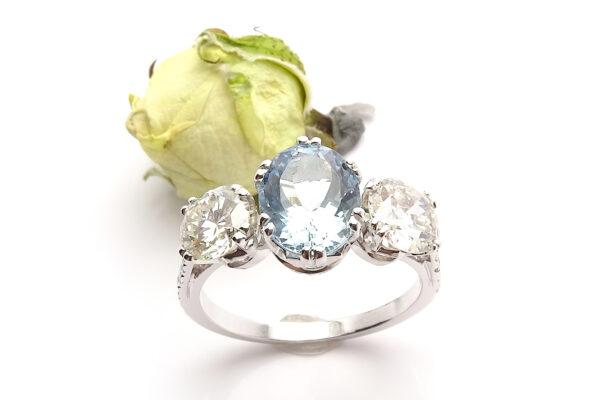 Vigselring med diamanter agumarin